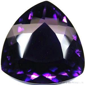 AT-7091 - Belle et énorme AMETHYSTE Pourpre intense 42 x 32 mm Triangle- 150 carats - 30 gr
