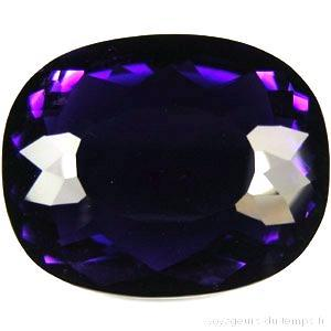 AT-7093 - Belle et énorme AMETHYSTE Pourpre intense 46 x 36 mm taille Triangle- 180 carats