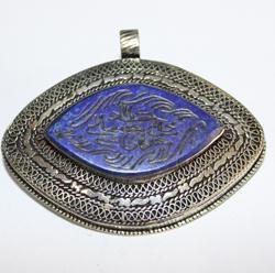 BP-0009 - Pendentif Afghan en LAPIS LAZULI  Intaille calligraphie Coran ou proverbe arabe - 256 carats