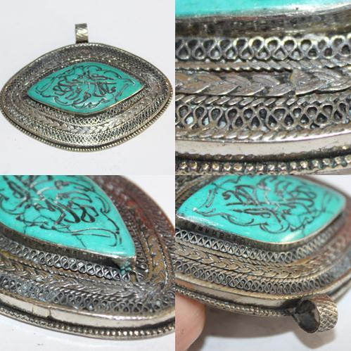 BP-0011 - Pendentif Afghan en TURQUOISE  Intaille calligraphie Coran ou proverbe arabe - 300 carats