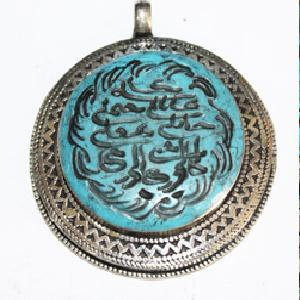 TQA-729 - Pendentif Afghan en TURQUOISE  Intaille calligraphie Coran ou proverbe arabe - 240 carats