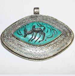 INT-034 Gros pendentif Antique Afghan en TURQUOISE à Intaille Zébu - 297 carats - 72x55 mm