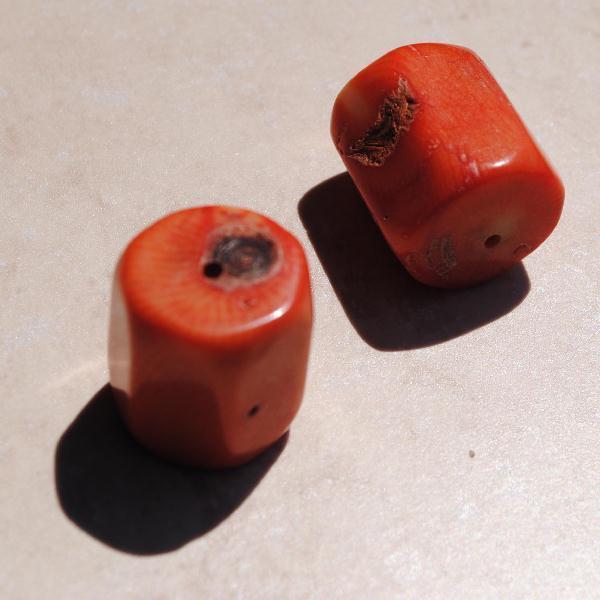 Pcr 021 2 perles corail rougefacettee hexagonale polies achat vente loisirs creatifs
