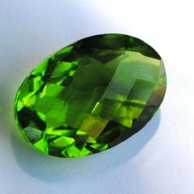 PER-161 - PERIDOT pierre taillée, facettée Ovale 17 x 22 mm - 26,5 carats - 5,3 gr